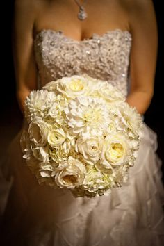 creamy white bouquet | Cunningham Photo Artists #wedding