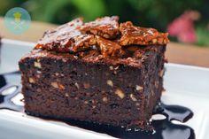 Brownie é um doce de chocolate típico da culinária dos Estados Unidos da América e pode considerar‑se um biscoito feito num tabuleiro para bolos e partido em pequenos quadrados. Fonte:Wikipé…