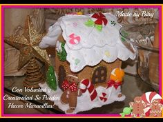 Lourdes Ortiz shared a video Gingerbread Man, Gingerbread Cookies, Felt Crafts, Crafts To Make, Christmas Decorations, Christmas Ornaments, Holiday Decor, Cookie House, Felt Stocking