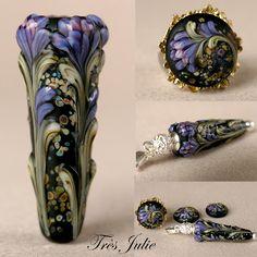 Très Julie Floral Lampwork...