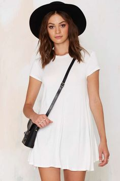 Loving this LWD, for those days when all you wan to wear a white tee.
