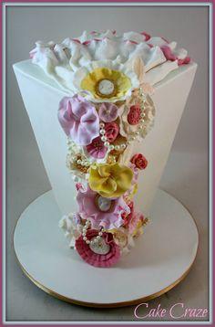 looks like flower vase. Wedding Cake Designs, Wedding Cake Toppers, Wedding Cakes, Wedding Ideas, Fondant Cakes, Cupcake Cakes, Cupcakes, Girly Cakes, Fancy Cakes