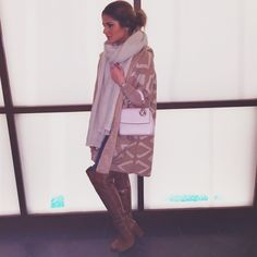 Look: Calça – JBrand | Casaco – Zara | Bota – Luiza Barcelos | Bolsa – Dior