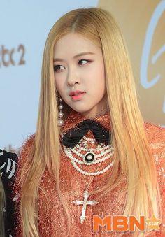 "BlackPink Thailand on Twitter: ""[PRESS] สาวๆเดินพรมแดงงาน Golden Disc Awards #BLACKPINK https://t.co/DTfNREvEoj"""