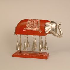 This Wooden Red Elephant Figurine Chime would make a great gift for a new home, animal lover or home decor enthusiast! The contemporary finish along with the bold use of red colour makes it more appealing for out-of-the box thinkers
