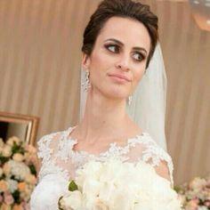 A linda noiva @luddabreu com nossos brincos em em cristal #mairabumachar #arrasou #noivasmb #bride #semijoias
