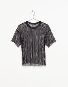 Camiseta red. Descubre ésta y muchas otras prendas en Bershka con nuevos productos cada semana