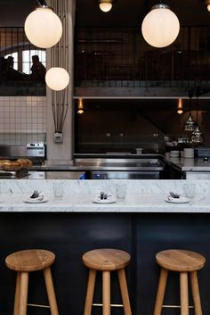 Radio Alice Hoxton Square. Italian pizza restaurant in London with white marble high bench to watch open kitchen