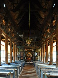 Stave church Lom, nave