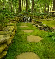 moss garden -- how awesome would it be to walk barefoot here EVERY DAY?!