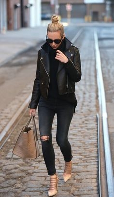 The Fashion Trends Winter Stylist Real Leather Biker Jacket Best Outfit We are want to say thanks if you like to shar Biker Jacket Outfit Women, Black Leather Jacket Outfit, Moto Jacket, Brooklyn Blonde, Outfits Mujer, Outfits Damen, Korean Fashion Trends, Latest Fashion For Women, Ladies Fashion