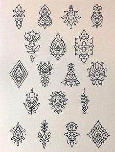 Tatuagens Pequenas e Delicadas +De 120 Modelos de desenhos Line Tattoos, Body Art Tattoos, Tattoo Drawings, Small Tattoos, Henna Tattoo Designs, Dotwork Tattoo Mandala, Mandala Design, Petit Tattoo, Delicate Tattoo