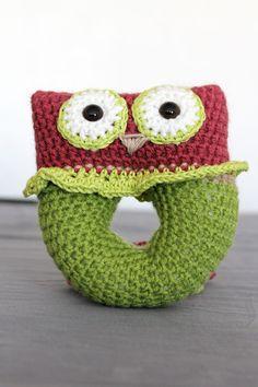hochet en crochet pour bébé  ma page facebook : https://www.facebook.com/pages/Pac%C3%B4tilles/147856255367765?ref=hl