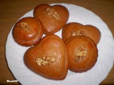 Medovníky plnené slivkovým lekvárom Muffin, Breakfast, Cake, Food, Christmas, Basket, Morning Coffee, Xmas, Kuchen