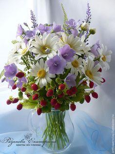 Купить Букет с ромашками и колокольчиками - полевые цветы, ромашки, колокольчик ручной работы, земляника