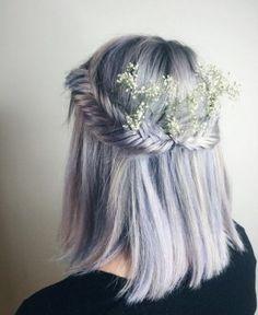 Aunque ya llevamos varias temporadas asistiendo al reinado de las trenzas como tendencia de peinado estrella (principalmente en los meses estivales)...