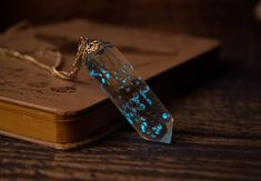 Glow in the dark necklace / Glowing necklace / Crystal point necklace / Real flower necklace / This elegant glowing necklace made with real tiny flowers, high quality environmental and safe glowing powder and resin. It looks the same beautiful at day and at night! The pendant needs
