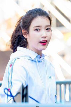 look how glowy and pretty she is Iu Fashion, Korean Fashion, Girl Group Pictures, Korean Girl, Asian Girl, Sung Kyung, Korean Actresses, Bikini Photos, Ulzzang Girl