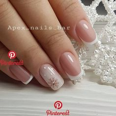 False nails have the advantage of offering a manicure worthy of the most advanced backstage and to hold longer than a simple nail polish. The problem is how to remove them without damaging your nails. Xmas Nails, Holiday Nails, Christmas Nails, Christmas Snowflakes, Snow Nails, Christmas Eve, Nude Nails, Acrylic Nails, Dark Nails