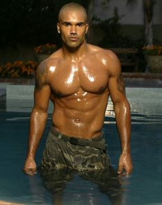 """Shemar Moore -   """"Save me I'm drowning!"""""""