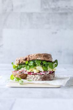 sandwich-med-aeggesalat-hjemmelavet-aeggesalat-opskrift