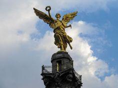 Monumento a la Indepencia...es un monumento muy guapo. Podemos admirarlo. Probablemente, sacaré fotos para recordar.