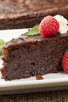 Did you know you can make a cake in the slow cooker?  You can!  Amazing Slow Cooker Chocolate Cake Recipe