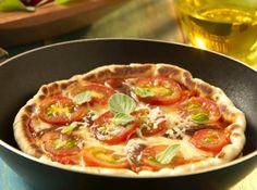 Pizza de Frigideira - Veja mais em: http://www.cybercook.com.br/receita-de-pizza-de-frigideira.html?codigo=14630