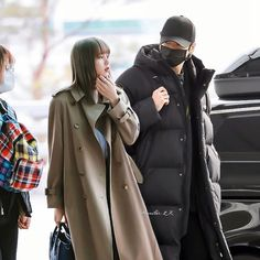 Cold Girl, Au Ideas, Bts Girl, Kpop Couples, Blackpink And Bts, Foto Bts, Couple Posing, Bad Boys, Taehyung