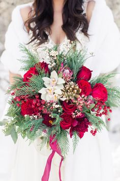 Christmas wedding bouquet, red and white wedding, winter wedding Christmas Wedding Bouquets, Winter Bridal Bouquets, Winter Wedding Flowers, Red Wedding, Floral Wedding, Wedding Day, Winter Weddings, Wedding Goals, Bouquet Wedding