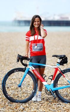 Pippa Middleton leads thousands of fundraisers on London to Brighton bike ride (From The Argus)