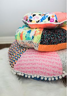 Pom Pom Patchwork Floor Pillow Pattern: this simple pom pom-trimmed tutorial will brighten up any floor space with a Bohemian quirk. #boho #floorpillow
