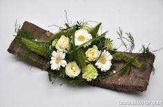 Succulent Bouquet, Diy Wedding Bouquet, Rustic Centerpieces, Wooden Decor, Flower Crafts, Flower Decorations, Flower Designs, Floral Arrangements, Diy And Crafts