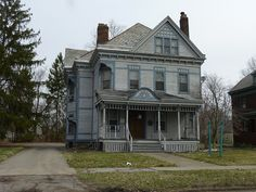 Abandoned Victorian house in Warren, Ohio. Actually I would be very happy renovating this as a dream home