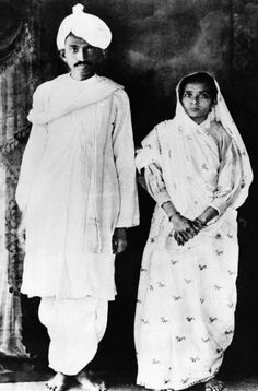 Mohandas Gandhi was born in Porbandar, Gujarat India in October 1869 but his family moved to the town of Rajkot when he was only seven years old. Gandhi attended an all boy school when he was about seven years old in Rajkot. Mahatma Gandhi, Gandhi Life, Mk Gandhi, Anniversary Photos, Rare Pictures, Rare Photos, World History Facts, Bollywood Funny, Wrestling