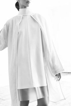 Chic Minimalist Tailoring with clean lines & contrasting white layers // Kay Frank