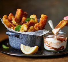 Have you ever imagined how halloumi could be even more amazing? The answer is: deep fry it into chips! Halloumi fries are the ulitmate indulgent snack. Tapas Recipes, Bbc Good Food Recipes, Cooking Recipes, Yummy Food, Shrimp Recipes, Party Food Recipes, Appetizer Recipes, Hallumi Recipes, Tapas Food