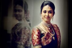 South Indian Bride wearing diamond choker, long necklace, earrings and tikka. The jewelleries are bewitching and the bride looks beautiful. South Indian Weddings, South Indian Bride, Kerala Bride, Indian Bridal Wear, Indian Ethnic Wear, Indian Dresses, Indian Outfits, Bridal Makeover, Indian Silk Sarees
