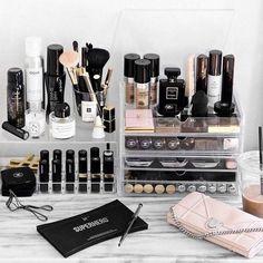 40+ Make Up Room Ideas Makeup Organization Brush Holders_10