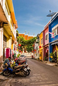 Soi Romanee is the oldest street in Phuket Town, but is still a colourful and interesting place to visit.