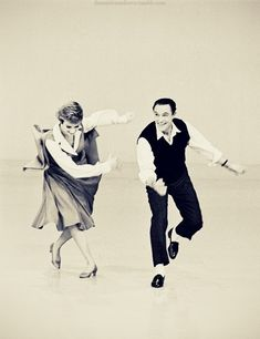 Julie Andrews and Gene Kelly. I think Gene Kelly is so dang sexy! Fred Astaire, Lindy Hop, Shall We Dance, Lets Dance, Vintage Hollywood, Classic Hollywood, Classic Dance, Broadway, Dance Like No One Is Watching