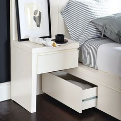 Love this. Modern and functional, with safety in mind. :) Minimizes the possibility of banging your foot accidentally on the pull-out trundle bed drawers. ;)