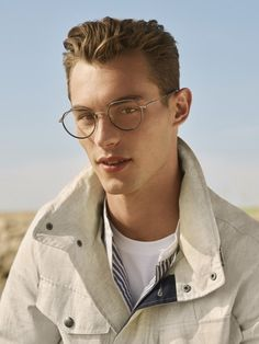Kit Butler stars in Tommy Hilfiger's spring-summer 2020 eyewear campaign. Tommy Hilfiger serves up a serene beach outing for its spring-summer 2020 eyewear… Medium Beard Styles, Long Beard Styles, Best Beard Styles, Hair And Beard Styles, Hair Styles, Silver Fox Hair, Round Face Men, Mens Beard Grooming, Kit Butler