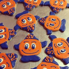 MT What else would I expect to find on Mom's kitchen table close to National Orange Day? Syracuse University, Syracuse Events, Sprinkle Cupcakes, Candy Sprinkles, Orange Crush, Grad Parties, Alma Mater, Usa, Graduation