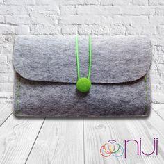Pochette di feltro borsa a mano grigio & verde di NIJICOLLECTION