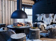 This Finnish Lapland resort lies next to River Ounas, 10 minutes' drive from Levi Ski Resort. Ski Chalet, Open Fires, Living Room Modern, Living Rooms, Modern Farmhouse, Outdoor Decor, Outdoor Spaces, Winter, Home