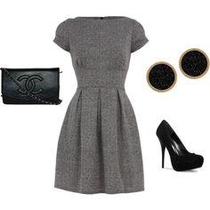 lindo vestido gris + zapatos de tacon aguja +aretes pequeños negros+cartera chanel de mano = elegancia!