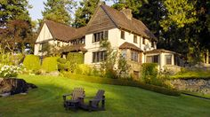 Hastings House Country House Hotel—a small waterfront luxury country resort, spa and restaurant - sits on 22 acres on the waterfront of Ganges Harbour, Salt Spring Island, British Columbia. Somerset, Canadian Spa, Hastings House, Country House Hotels, Country Houses, Hotel Spa, Hotels And Resorts, Luxury Hotels, Resort Spa