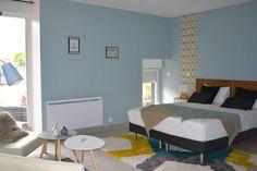 KREA Koncept の オリジナルな 寝室 chambre Néo scandinave