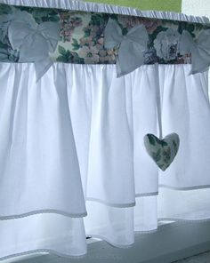 Window Coverings, Window Treatments, Drapery, Valance Curtains, Cortinas Shabby Chic, Easy Crafts For Teens, Dust Ruffle, Kitchen Curtains, Country Chic